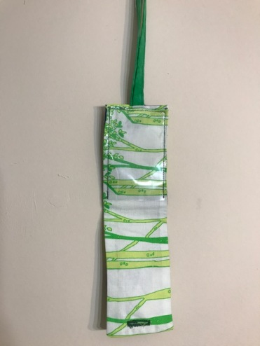 green luggage tag2